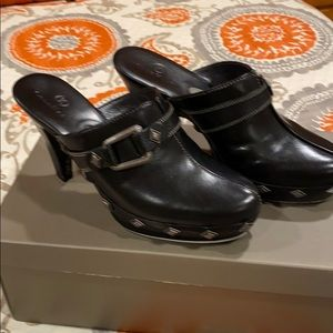 COLE HAAN EOMENS CLOGS